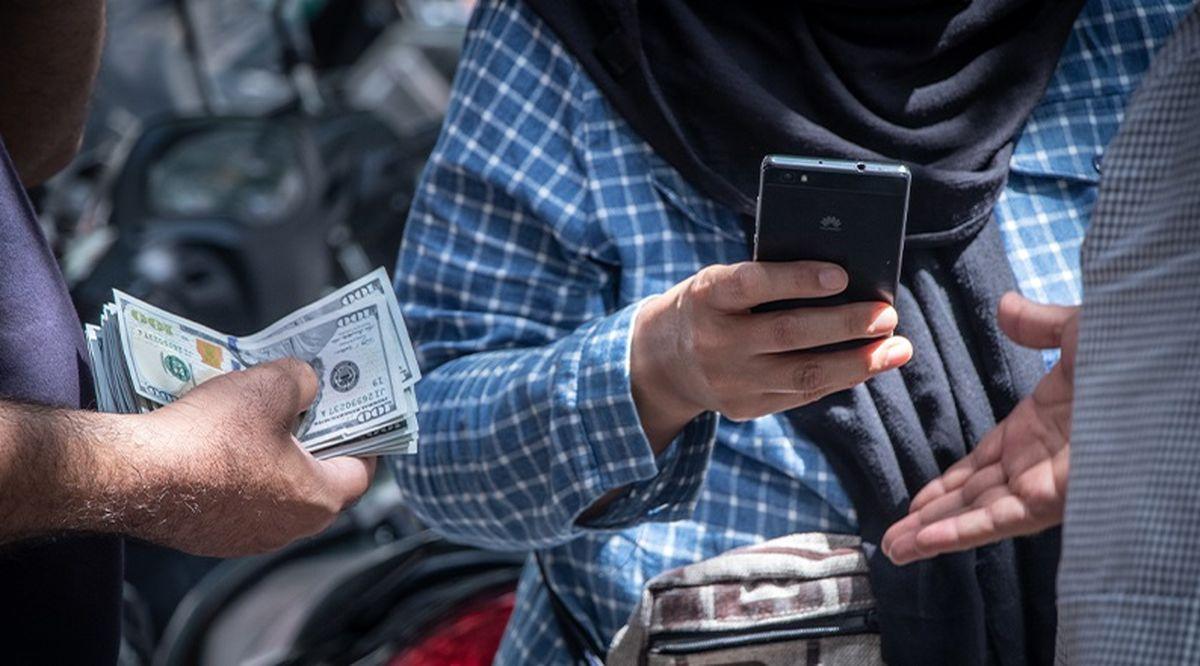 افزایش تعمدی قیمت دلار| درآمدزایی بانک مرکزی با دلار؟!